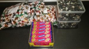Karamellerne til uddeling er købt og klar. Alene denne lille post beløber sig til over 1000 kr.